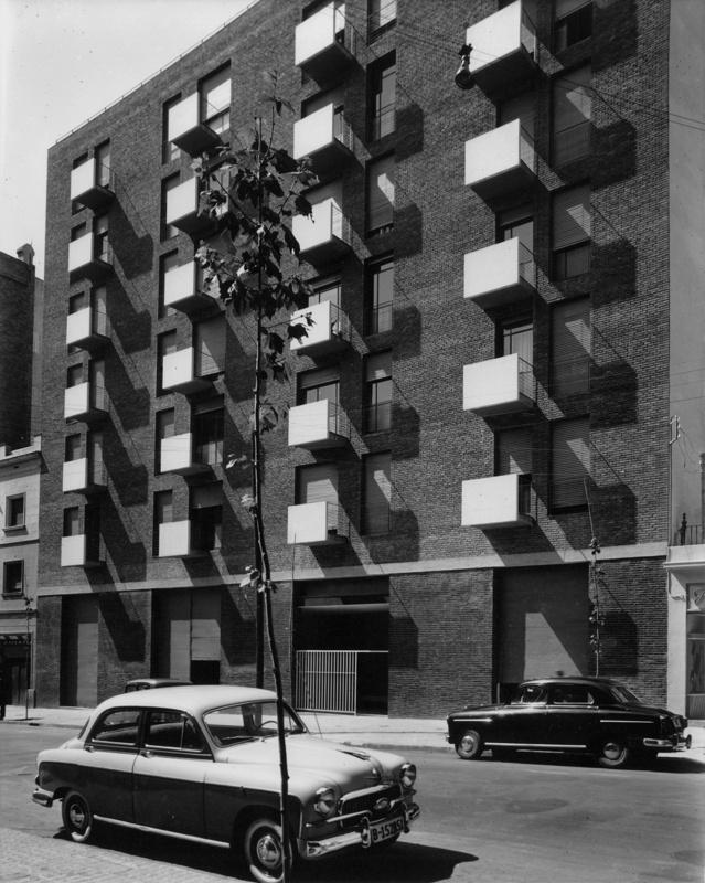 Roger de Flor Apartment Building