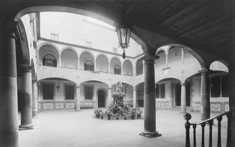 Noucentista Redecoration of the Manning Courtyard