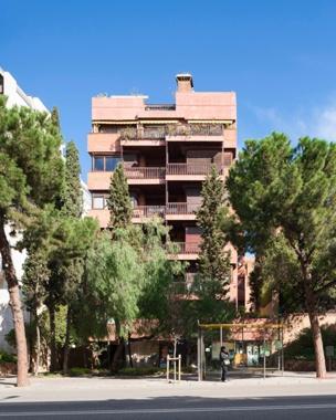 Via Augusta 242 Apartment Building