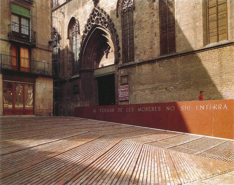Plaza en el Fossar de les Moreres