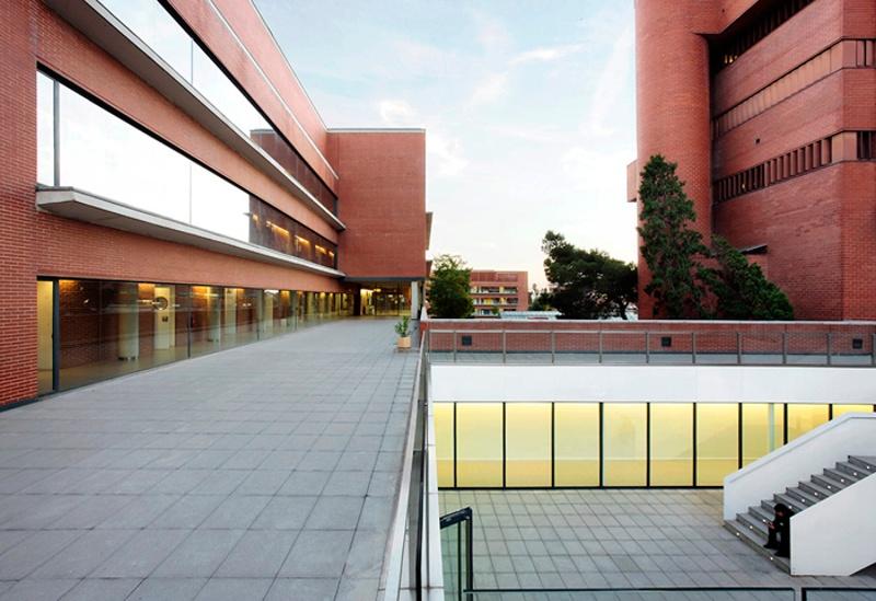 Ampliació de la Facultat de Biologia de la UB