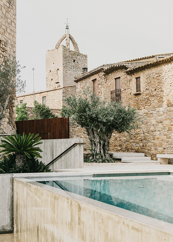 Garden and Swimming Pool at Peratallada Castle