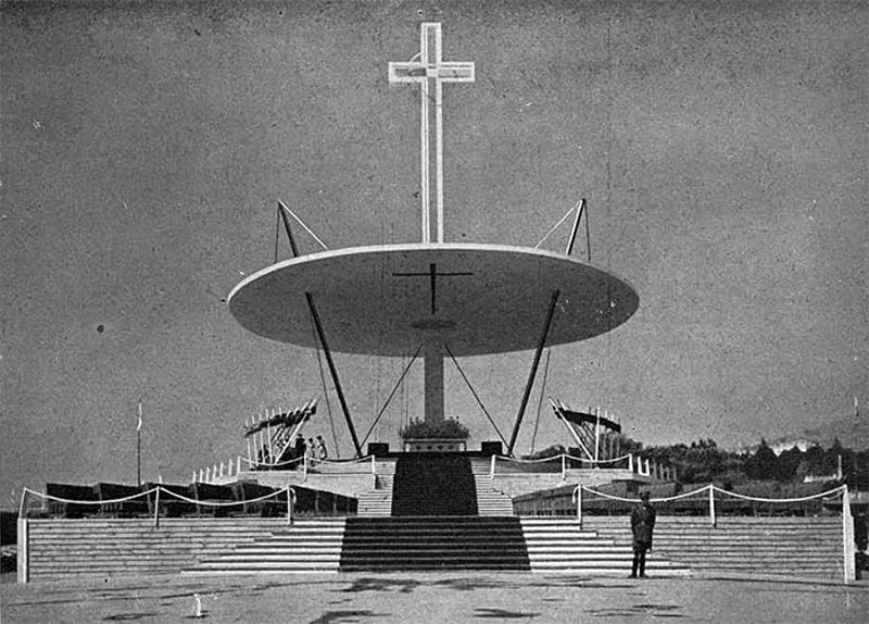 Altar para el XXXV Congreso Eucarístico Internacional de Barcelona