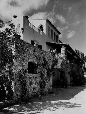 Abril House