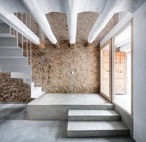 Reforma de Casa entre Mitgeres Laureà Miró