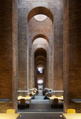 Biblioteca de la UPF en el Depósito de las Aguas del Parque de la Ciutadella