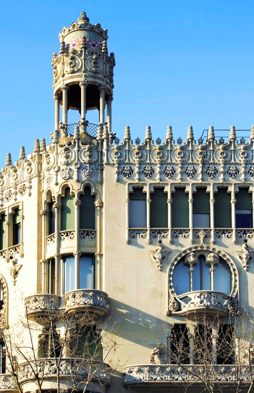 Restoration of the Façade and Remodelling of the Ground Floor of Lleó Morera House