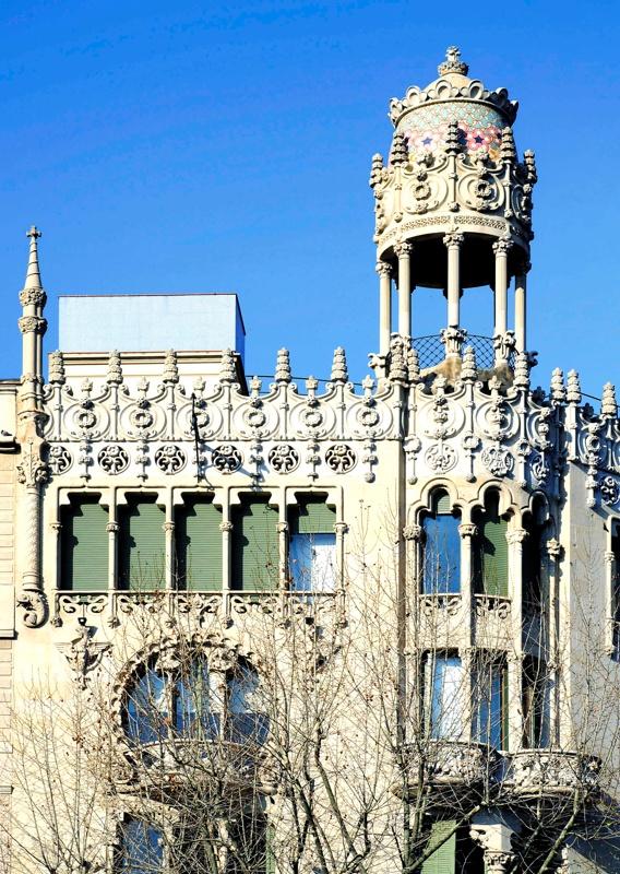 Restauració de la Façana i Remodelació de la Planta Baixa de la Casa Lleó Morera