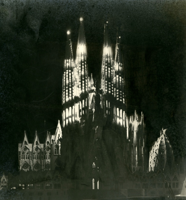 Continuation of Work on the Expiatory Temple of the Holy Family / Sagrada Família