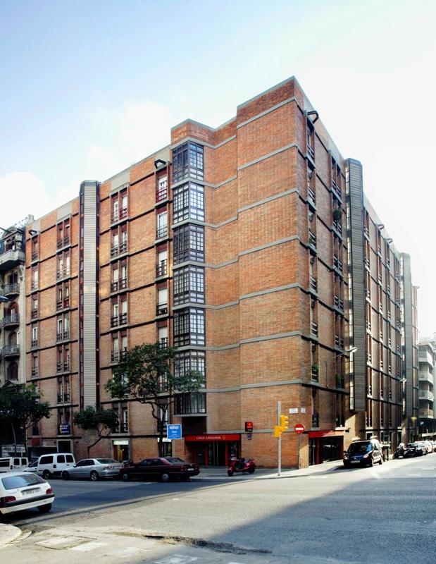 Muntaner-Avenir Apartment Building