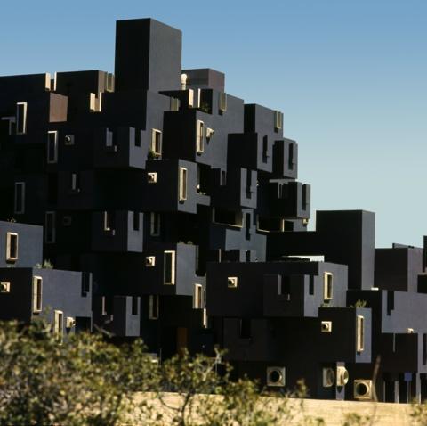 El Castell de Kafka Residential Building
