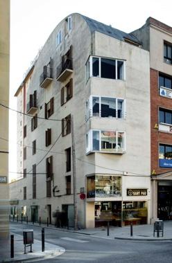 Avinguda Tarragona Office and Apartment Building