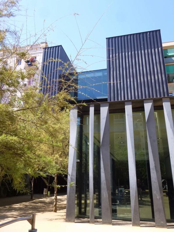 Biblioteca Sant Antoni - Joan Oliver, Casal d'Avis i Jardins Cándida Pérez
