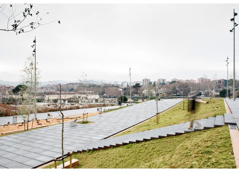 Plaça del Riu Sec and La Farigola Walkway