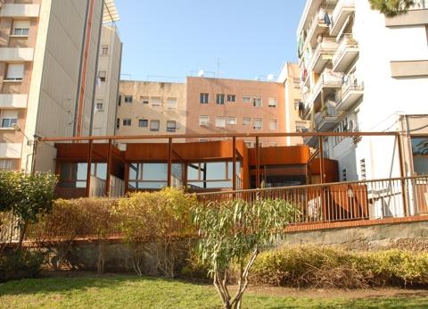 Reforma i Ampliació d'Edifici entre Mitgeres per a 6 Habitatges i Aparcament